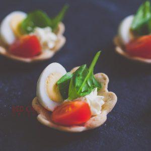 Тарталети с пъдпъдъчи яйца и мус от сирена / Коктейл хапки / Кетъринг София