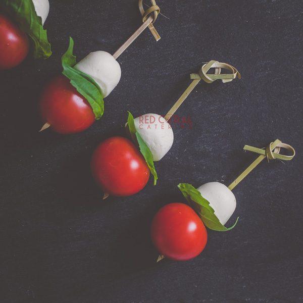 Мини шишче с моцарела и чери домат / Коктейл хапки / Кетъринг София