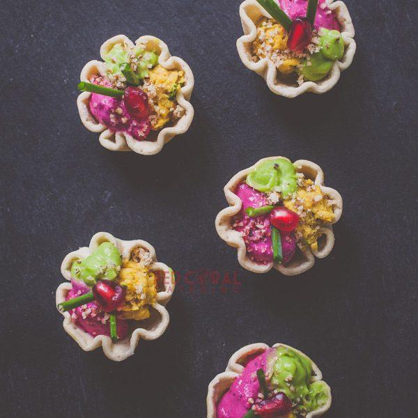 Тарталета с мус от червено цвекло, авокадо и хумус / Коктейл хапки / Кетъринг София