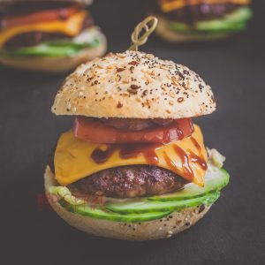 Бургер с телешко / Сандвичи и бургери / Кетъринг София