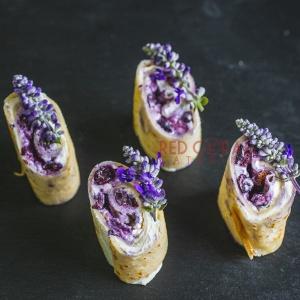 Палачинка с крем маскарпоне и боровинки